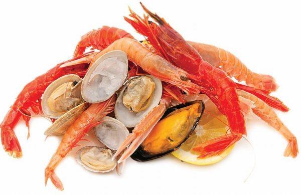 Wśród owoców morza spożywane są głównie skorupiaki (homary, langusty, homarce, kraby i krewetki) oraz mięczaki, w tym małże (m.in. ostrygi, omułki, przegrzebki, sercówki), ślimaki (uchowiec, trąbiki, pobrzeżki) i głowonogi (mątwy, kałamarnice i ośmiornice).
